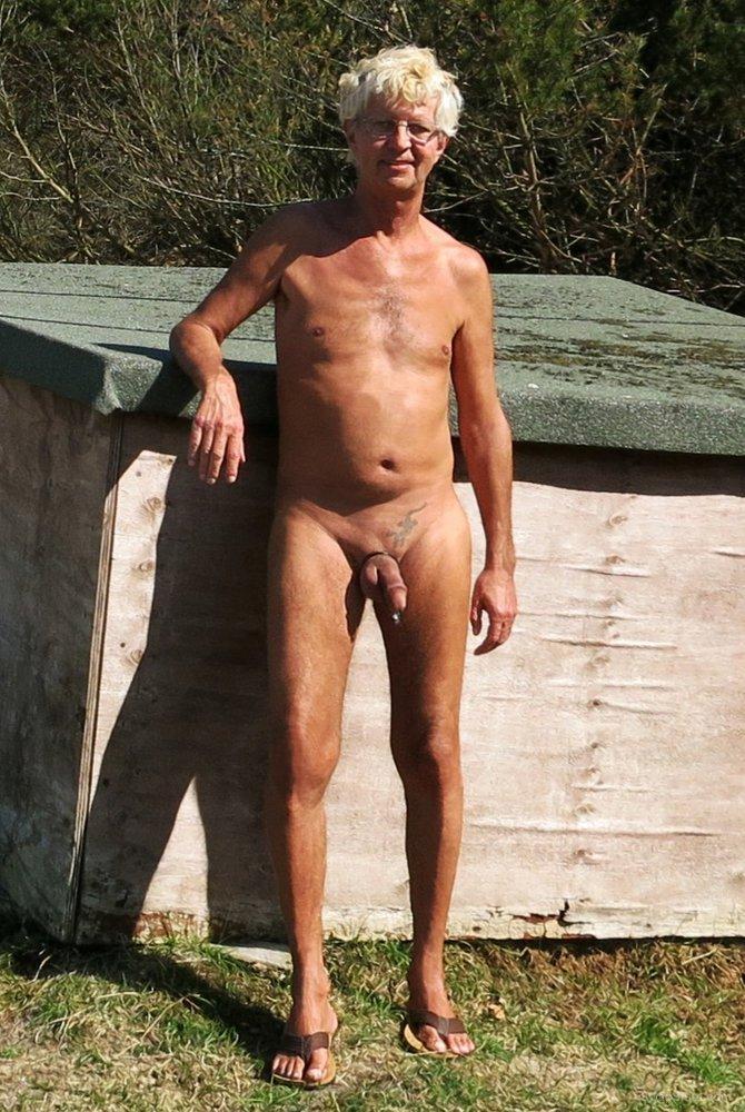 boy nackt in der offentlichkeit