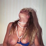 bmilfslut likes to flash