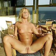 Die ersten privaten Fotos von Yvonne nude outdoors sunbathing