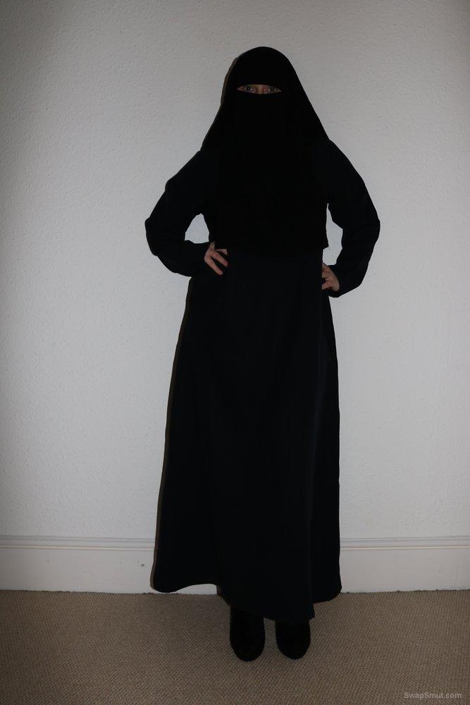 Niqab Porn - UK wife in Burqa Niqab and Stockings