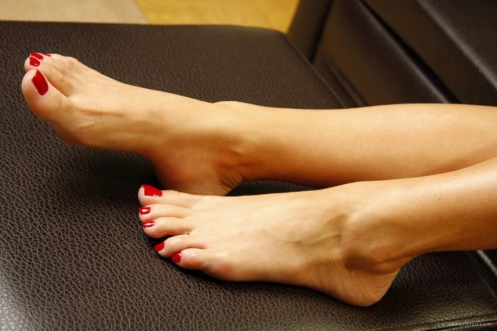 A few of my sexy feet and a few of my friends toes hope you enjoy it