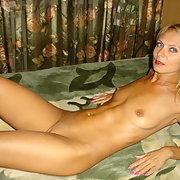 Slim sexy blonde milf nude fucked