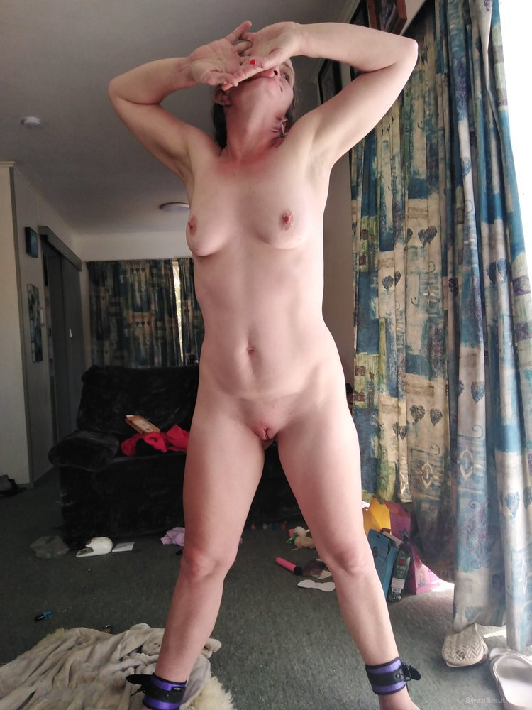 Dirty slut lisa nz naked showing off