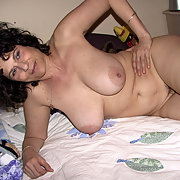 Mature Lusy Relaxes in the Bedroom and Exposes Herself