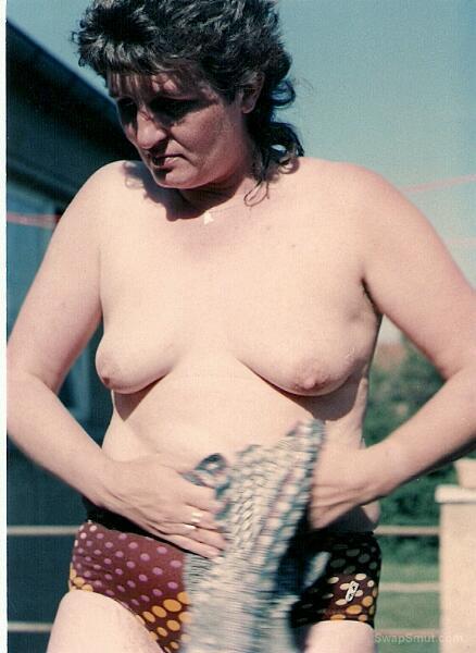 lesben showing off ihre titten