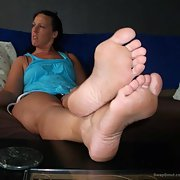 sexy DONNA 1st time fancy feet pics