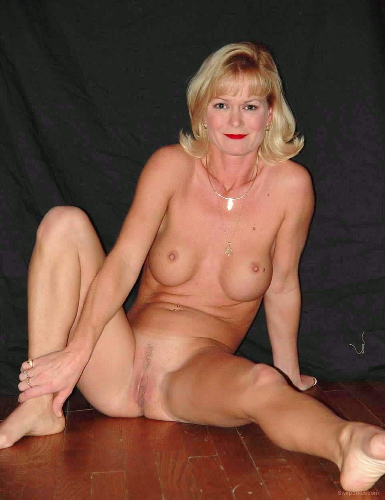Jewish Milf Maria spreads her legs open showing everything to you