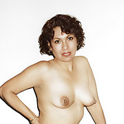 My girlfriend want to show her nude pictures