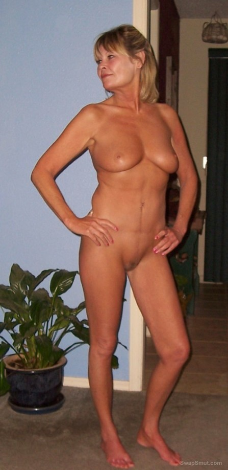 Hubby sexy online GILF friend showing us her sexy body