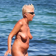 Amazing granny tanning on the beach fully naked show her awesome streched cunt
