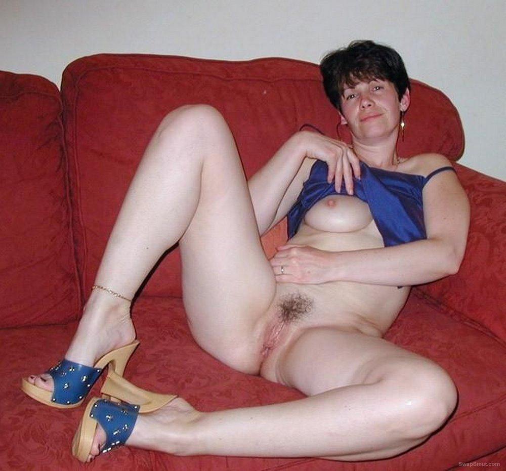 Sandra sexy amateur milf exhib