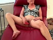 Filming wife use her first dildo