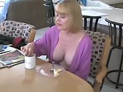 Mom horny and makes breakfest